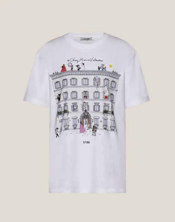 Camiseta branca da Valentino com ilustração de Joana Avillez