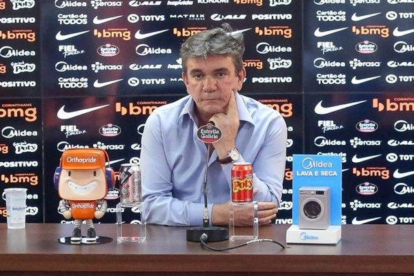Andrés Sanchez em coletiva do Corinthians