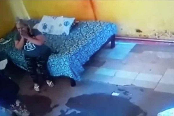 Mulher achada morta em motel implora pela vida