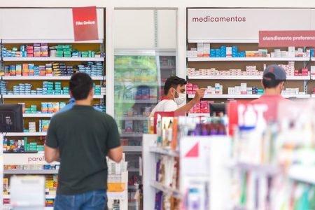 Procon notifica farmácias por venda de álcool em gel caro