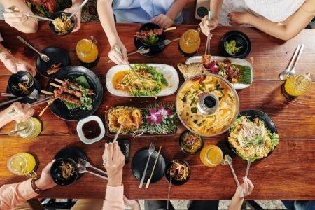 Almoço em família ao ar livre