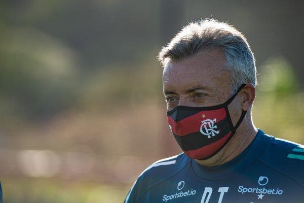 Domènec Torrent em treino do Flamengo