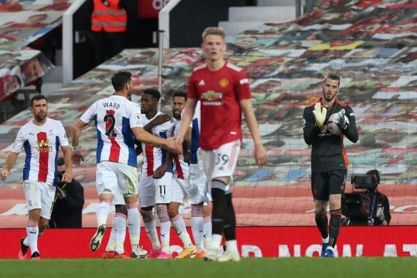 Manchester United perde em casa