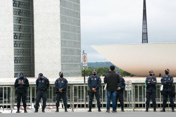 Policiais fazendo a segurança do Congresso
