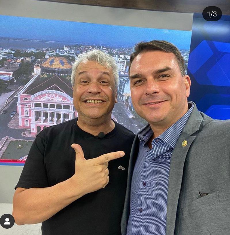 Sikêra Jr. e Flávio Bolsonaro