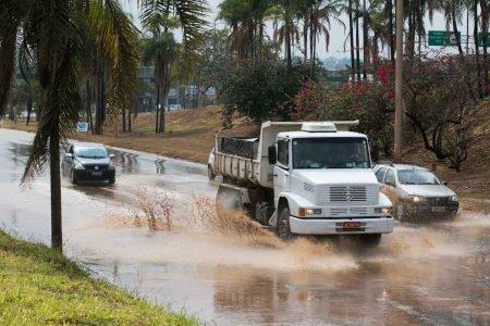 Chuvas deixam estragos em Vicente Pires