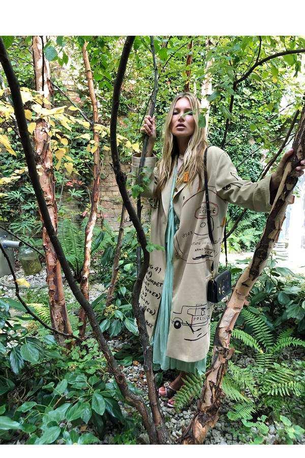Kate Moss em campanha de primavera/verão 2020 da Coach
