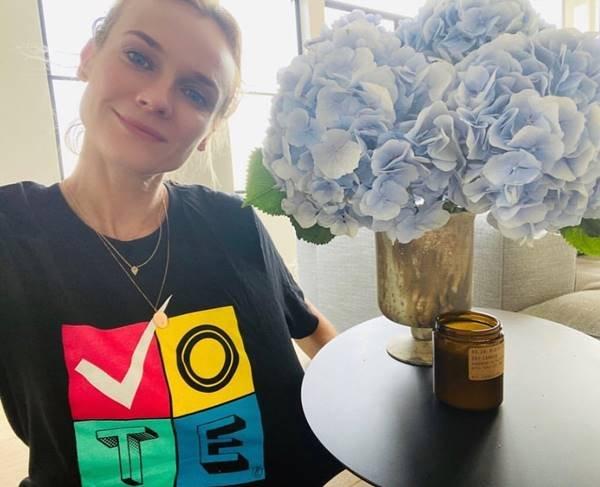 "Diane Kruger com camiseta ""Vote"", da Prabal Gurung"