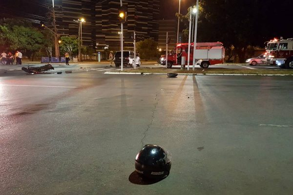 Acidente na W3 Norte deixa um motociclista morto