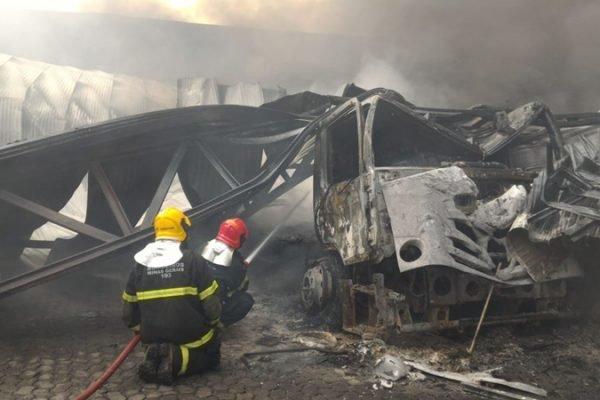 Incêndio fábrica de luvas em Minas
