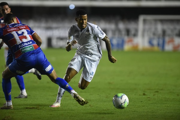 Jogadores do Santos e do Fortaleza