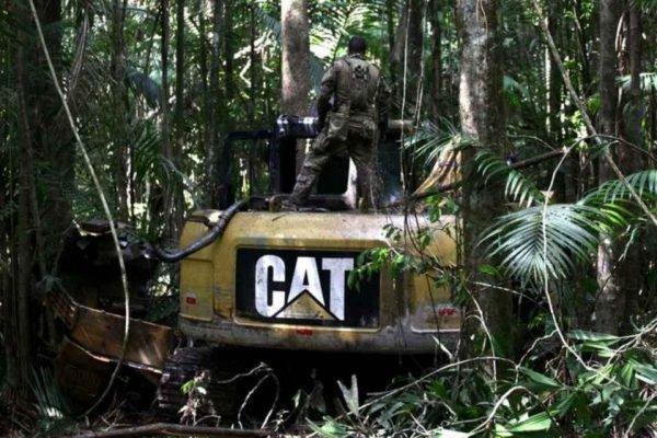 Operação destrói 20 máquinas usadas em áreas de garimpo ilegal em terra indígena no Pará