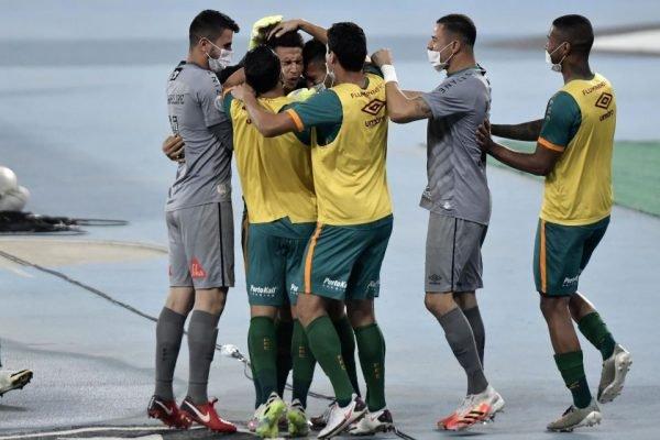 Fluminense goleia o Coritiba