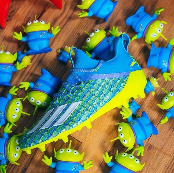 Tênis da Adidas inspirado em Toy Story
