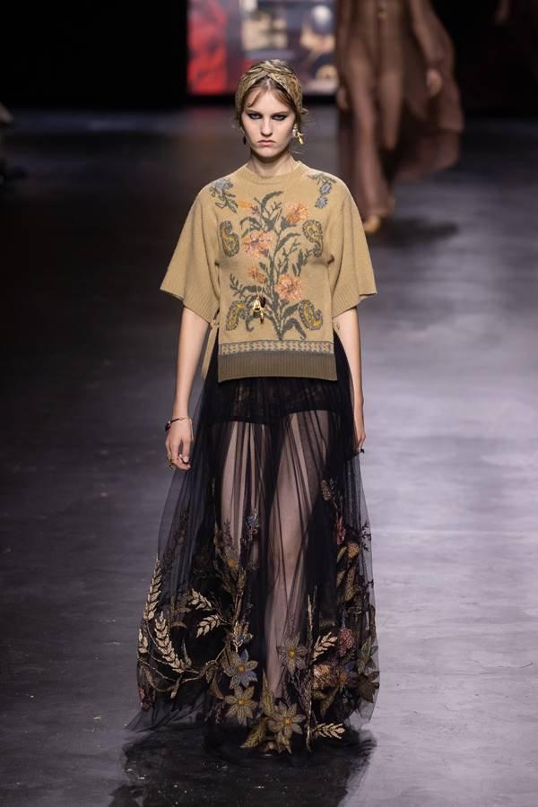 Modelo na passarela de primavera/verão 2021 da Dior, durante o Paris Fashion Week