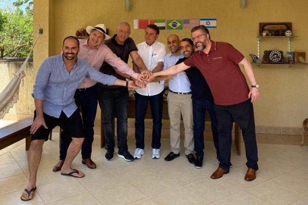 Churrasco com embaixadores na casa de Eduardo Bolsonaro