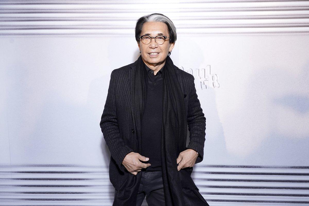 Estilista Kenzo Takada em evento de Jean Paul Gaultier