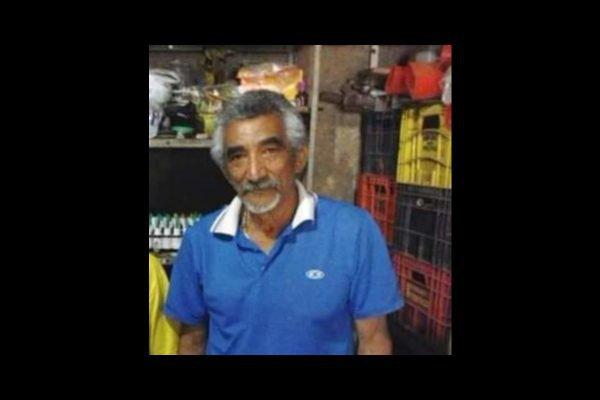 Homem com barba e camisa azul