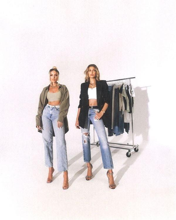 Modelo com jeans vintage da Levi's