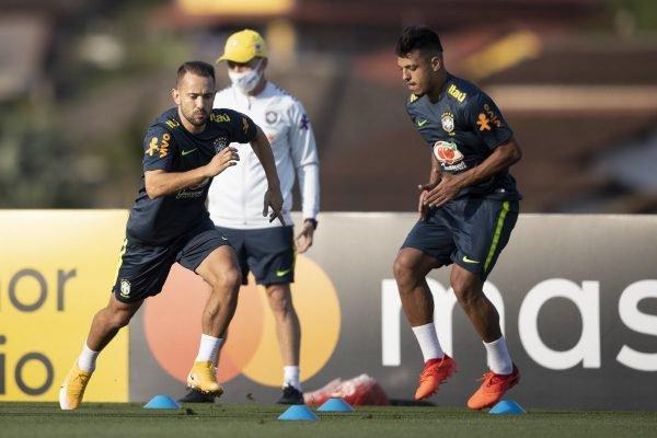 Everton Ribeiro e Gabriel Menino
