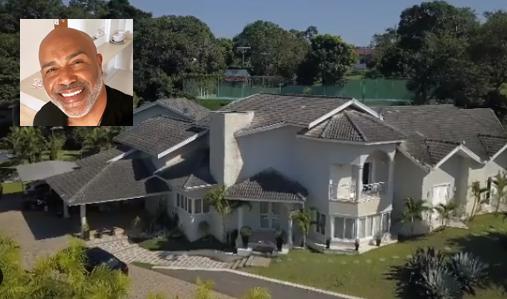 Rick coloca mansão a venda