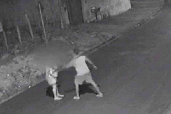 Candidato a vereador de Sarzedo é flagrado agredindo a namorada na rua