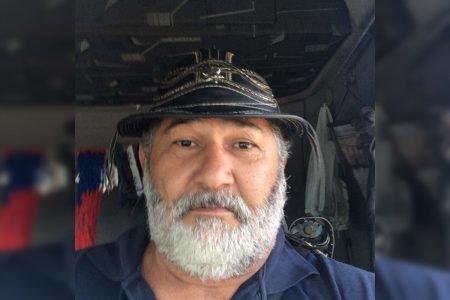 Foto de rosto de homem com barba