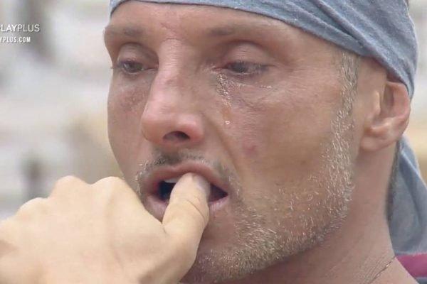 Juliano Ceglia chorando em A Fazenda12