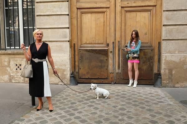 Trecho da série Emily in Paris, da Netflix