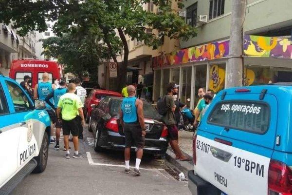 Homem arremessa botijão de gás no Rio de Janeiro