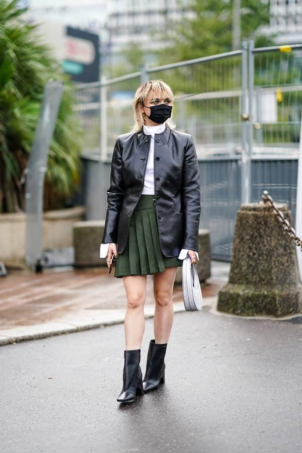 Maisie Williams com a bolsa Swipe Bag, da Coperni