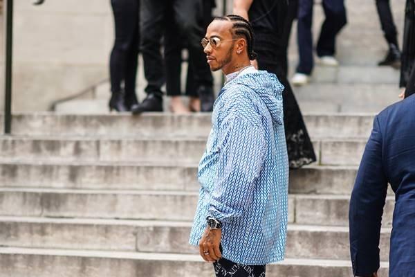 Lewis Hamilton no street style de Paris