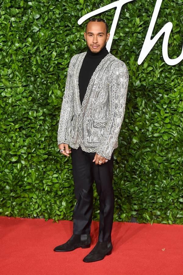 Lewis Hamilton em evento de moda