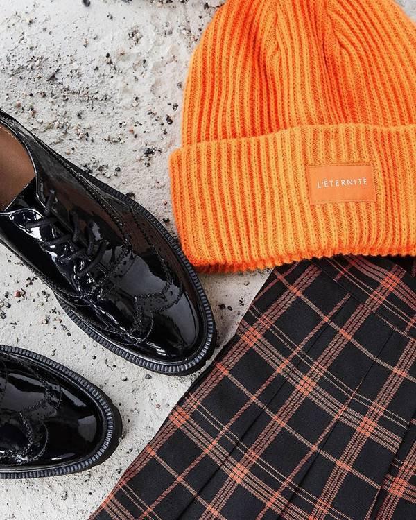 Sapato, chapéu e roupa da H&M