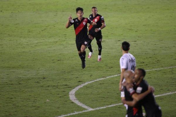 Atlético-GO vence o Santos