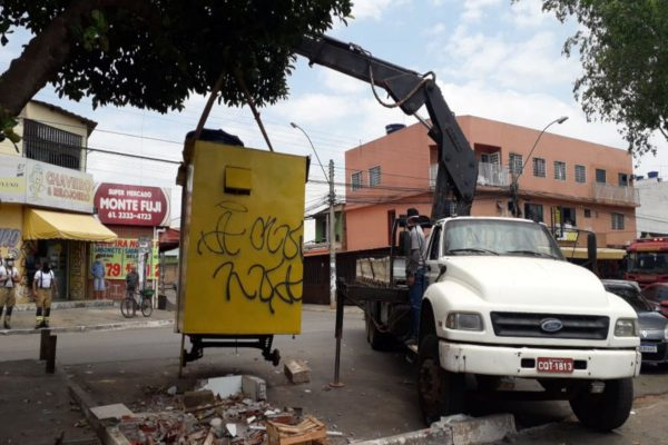 Guincho remove quiosque