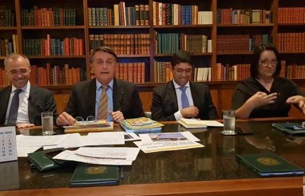 Bolsonaro faz live