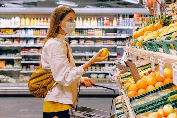 Mulher no supermercado (1)