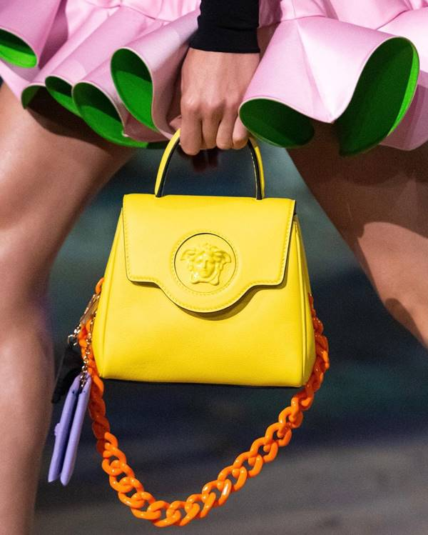 Versace - bolsa com fechamento flap