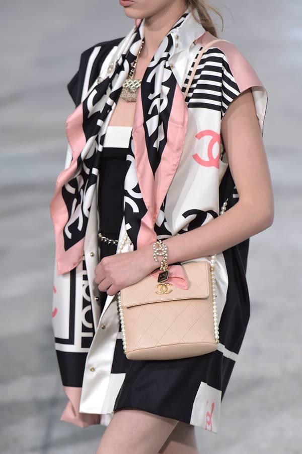 Chanel - bolsa com fechamento flap