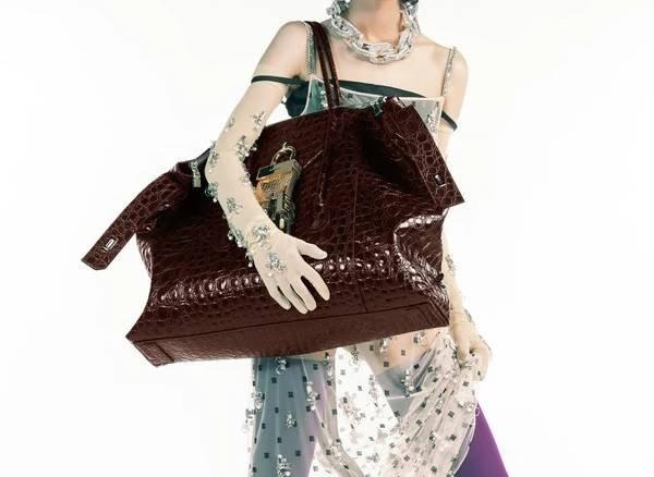 Givenchy - bolsa com textura croco