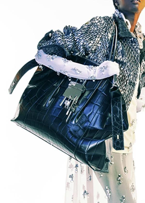 Givenchy 2 - bolsa com textura croco