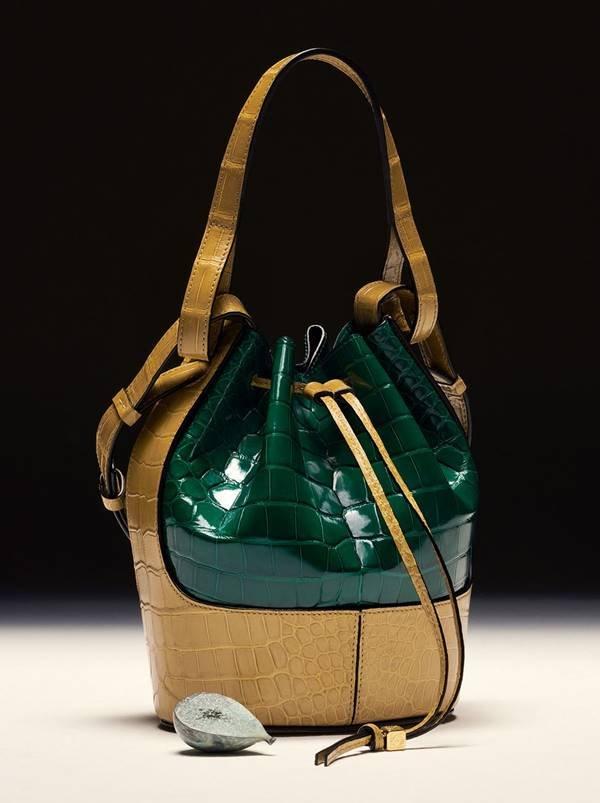 Loewe - bolsa com textura croco