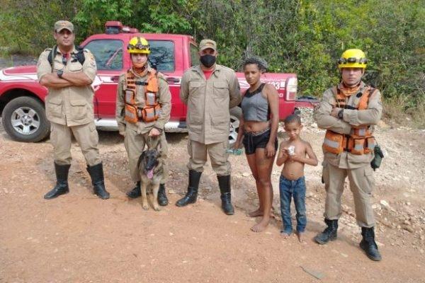 Bombeiros encontram mãe e filho que estavam perdidos em trilha de Pirenópolis