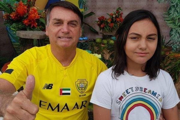 Bolsonaro comemora aniversário da filha Laura em rede social