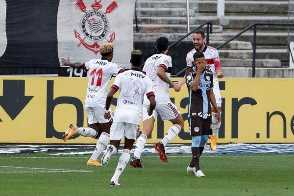 Flamengo vence o Corinthians