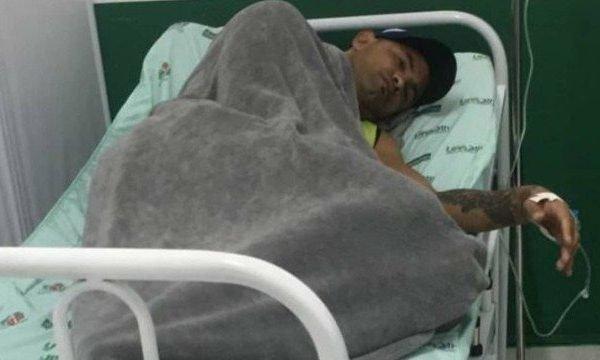 Goleiro Bruno e outros 19 atletas são internados por intoxicação alimentar