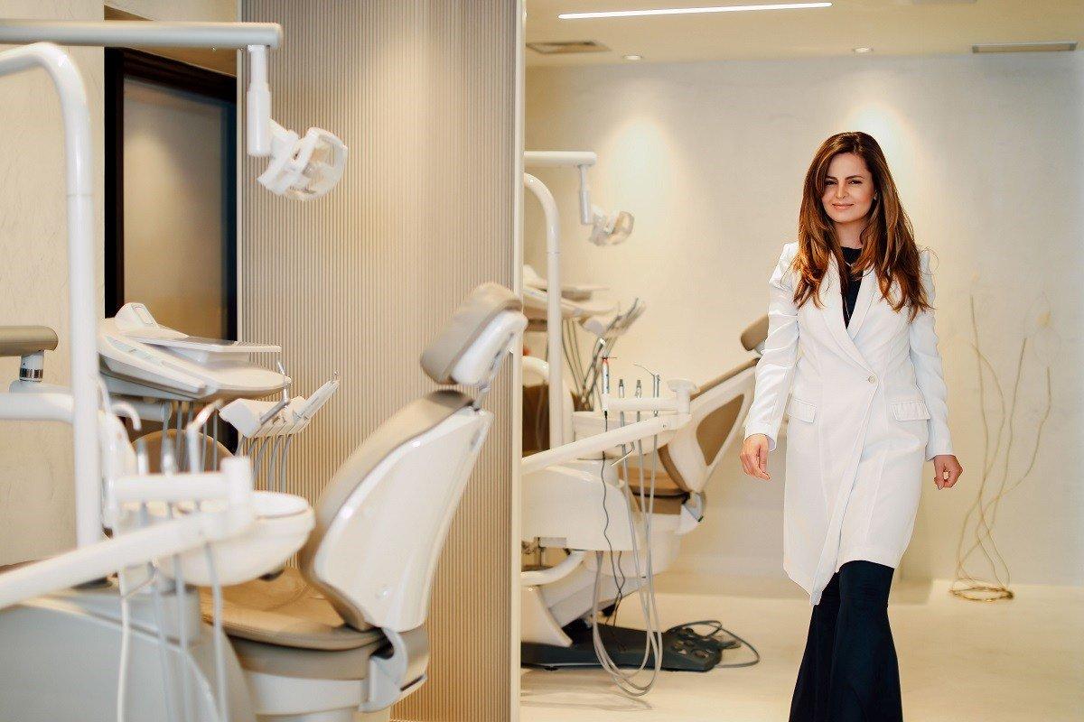 Dra Lorena Leão