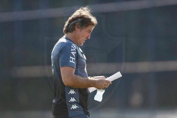 Ricardo Sá Pinto em treino do Vasco
