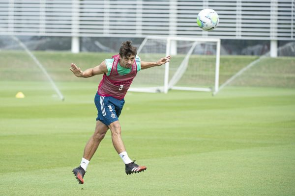 Rodrigo Caio em treino do Flamengo